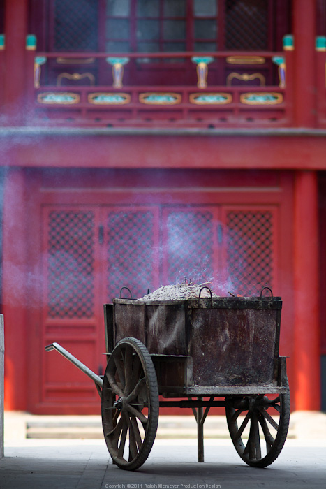 Photo documentation and reserch about differnt, old and modern aspects of Beijing. In preparation for the Feature film 'Lauras Star in china'. Incense at the Lama Temple.