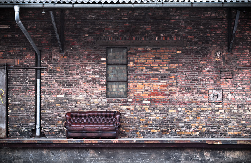 Street Photography 2009 · old sofa in a lost area · Anhalter Bahnhof
